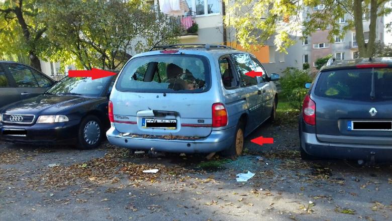 Problem zalegających na ulicach i parkingach wraków pojazdów, dotyczy także naszego miasta. Brudne, z powybijanymi szybami, bez powietrza w oponach, z urwanymi bocznymi lusterkami, ze zniszczonym wnętrzem, niezabezpieczone pozostałości aut, nie tylko szpecą nasze miasto, ale i denerwują kierowców szukających miejsca do zaparkowania lub jak w obecnym okresie, uniemożliwiają odśnieżenie ulic. Część właścicieli wraków, zamiast na własny koszt odstawić pojazd na złomowisko, odkręca tablice rejestracyjne i pozostawia auto na osiedlowym parkingu. Każdy ujawniony przez strażników miejskich wrak wiąże się z szeregiem czynności które jesteśmy zobowiązani przeprowadzić. O tym, iż działania rewirowych Straży Miejskiej w zakresie porzuconych wraków pojazdów nie są jednorazowe, świadczą kolejne usuwane wraki z terenu miasta. Od początku systemowego uruchomienia kontroli na terenie miasta, w wyniku podjętych działań przez rewirowych doszło do usunięcia 56 pozostawionych wraków pojazdów. W każdym przypadku porzuconego samochodu, działania muszą być prowadzone bardzo szczegółowo, a przebrnięcie całej procedury powoduje, iż postępowanie czasami wydłuża się w czasie. Efektem konsekwentnej pracy Rewirowego jest usunięcie kolejnego wraku pojazdu pozostawionego w otoczeniu budynku nr 2 przy ul. Wojska Polskiego, którego właściciel celem uniknięcia sporych kosztów związanych z usunięciem pojazdu, wykonał nasze zalecenia. Po raz kolejny przypominamy, że właściciel pojazdu ponosi pełną odpowiedzialność za stan auta.