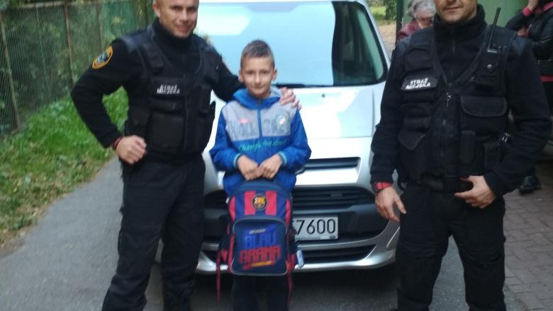 Ukradł dziecku plecak.